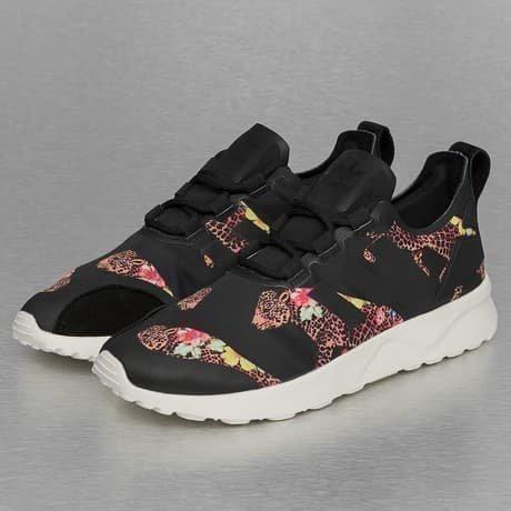 Adidas Tennarit Musta