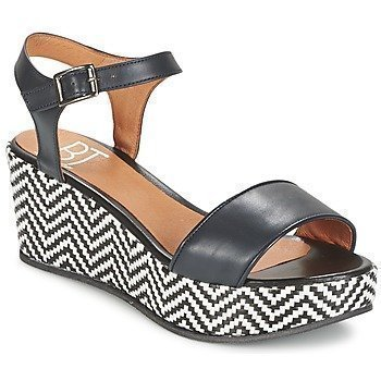 Betty London EDOUVOLE sandaalit