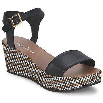 Betty London PRETA sandaalit