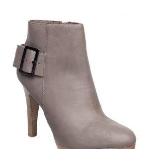 Bianco Stiletto Boot W. Belt Djf16