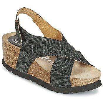 Ganadora SARA sandaalit