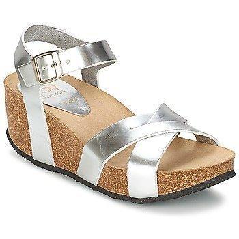 Ganadora ZOE sandaalit