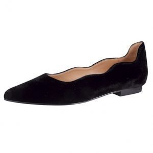 Gennia Ballerinat Musta