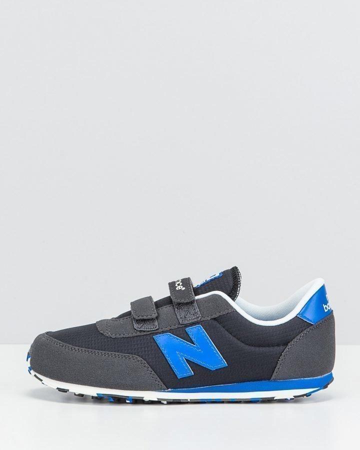 New Balance sneakerit