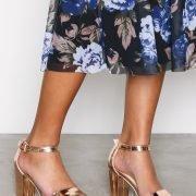 Nly Shoes Block Mid Heel Sandal Kiiltonahkasandaalit Ruusukulta