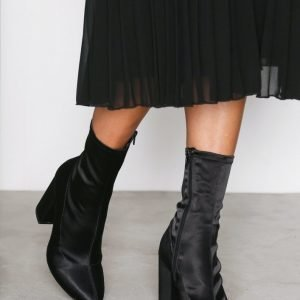 Nly Shoes Stretchy Boot Bootsit Musta