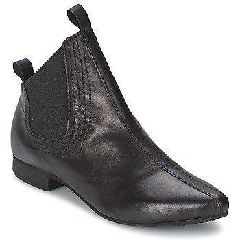 Papucei DINA bootsit
