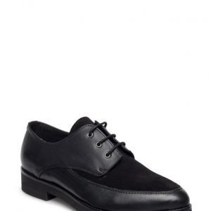 UNMADE Copenhagen Classic Shoe With Laces