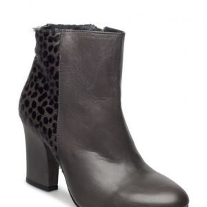 UNMADE Copenhagen Heeled Boot W Detail